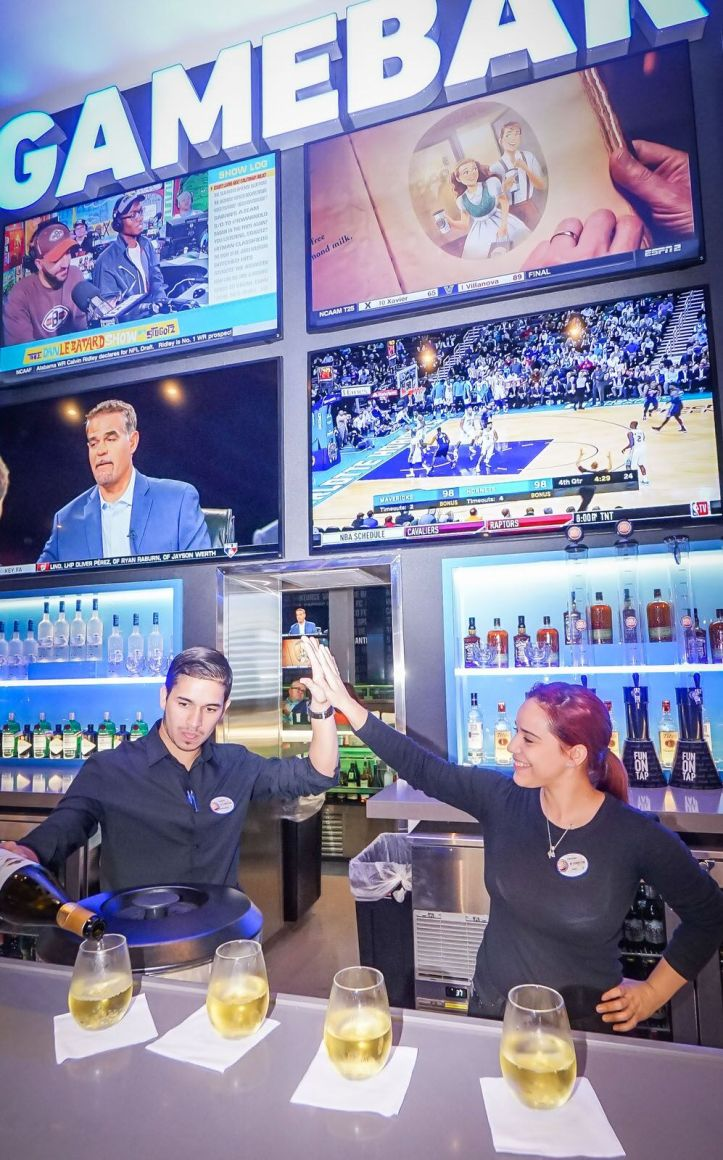 Bartenders en D&B Bar_preview