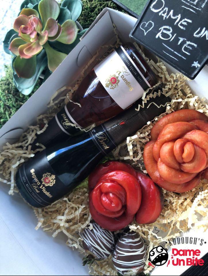 Paquete de San Valentín (caja) KUDOUGHS  DAME UN BITE.jpeg